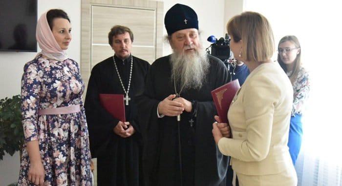 Оренбургские священники смогут консультировать женщин, оказавшихся на грани аборта