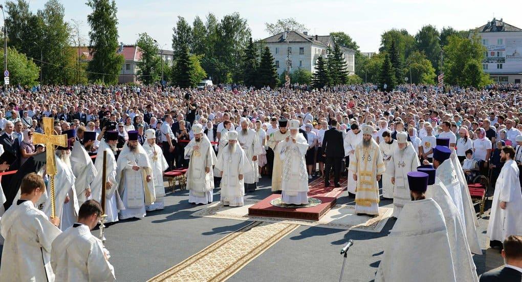 На Преображение Господне патриарх совершил Литургию под открытым небом в Котласе