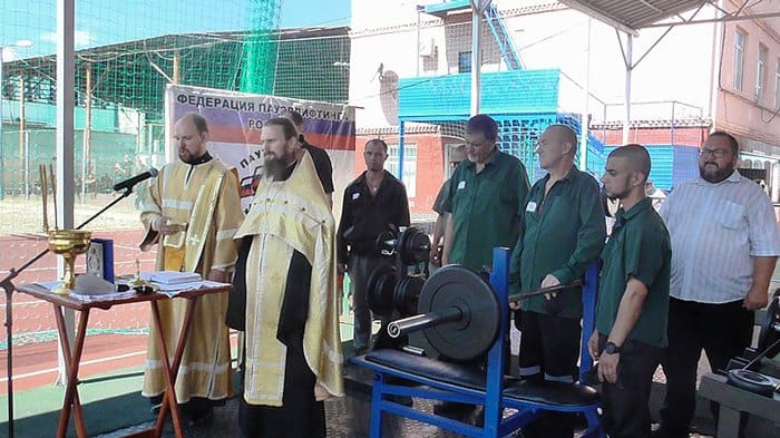 Краснодарский собор помог заключенным посоревноваться в пауэрлифтинге