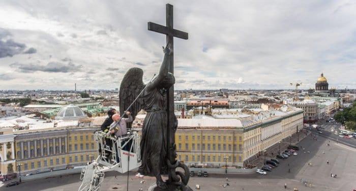 Вице-губернатор Петербурга «прикоснулся к вечности»