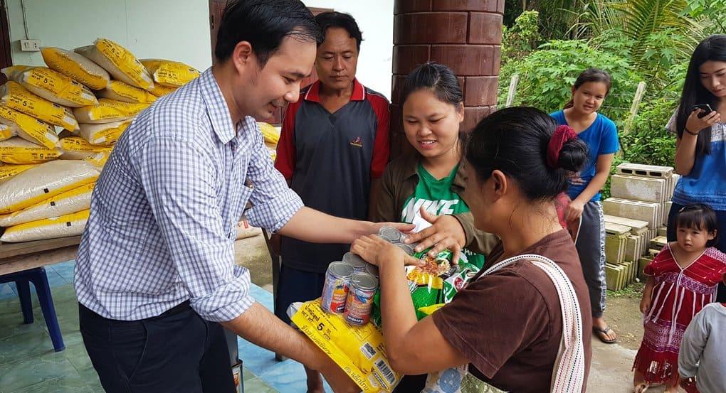 Православные Таиланда помогли продуктами беженцам-каренам из Мьянмы
