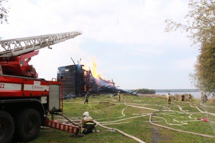 Власти Карелии решают вопрос о восстановлении сгоревшей Успенской церкви