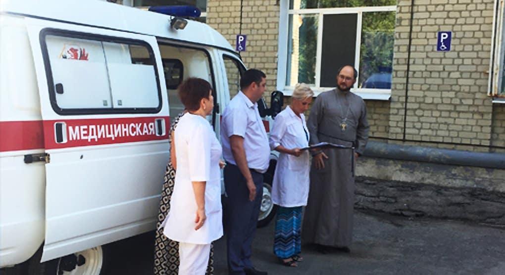 Священник передал машину скорой помощи саратовской горбольнице