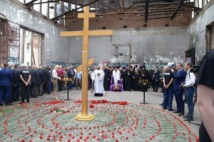 В Беслане помолились о детях и взрослых - жертвах атаки террористов на школу