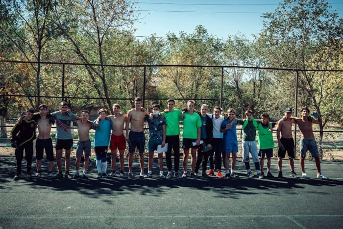В Астрахани ученики воскресной школы сыграли в футбол с воспитанниками школы-интерната