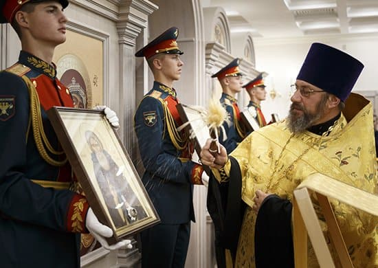 Храму при Генштабе ВС России передали иконы с частицами мощей святых