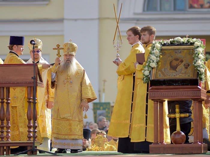 110 тысяч человек прошли крестным ходом в Петербурге в память об Александре Невском