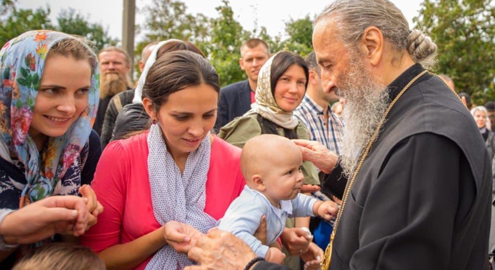 Православным Украины надо сплотиться вокруг митрополита Онуфрия, - считают в Русской Церкви