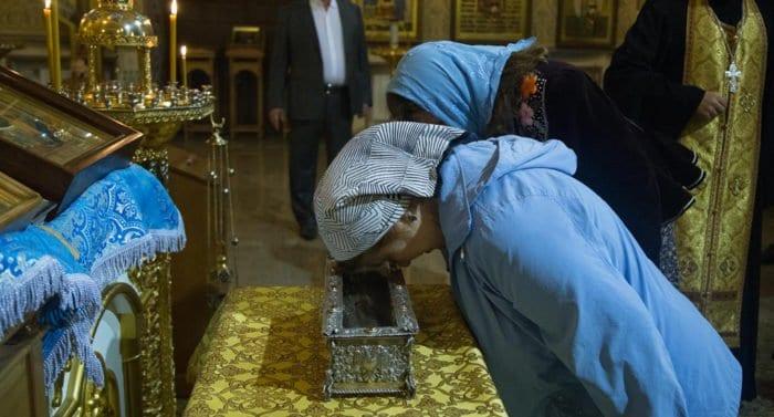 Почти 30 тысяч верующих поклонились в Красноярске деснице Спиридона Тримифунтского