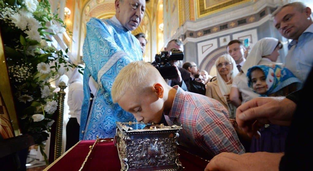 За выходные деснице Спиридона Тримифунтского в Москве поклонились почти 40 тысяч верующих
