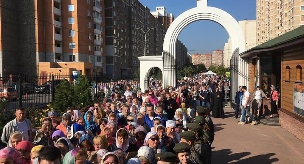 Деснице Спиридона Тримифунтского поклоняются в Подольске, далее - Коломенский район