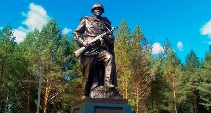 У калужского поселка, где похоронено почти 5 тысяч красноармейцев, открыли памятник Солдату-Победителю