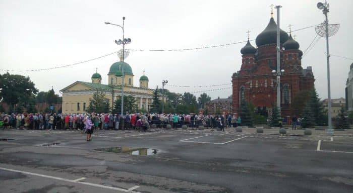 Туляки стоят в очереди к деснице Спиридона Тримифунтского, в Подмосковье ей поклонились почти 85 тысяч верующих
