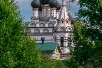 Троицкий Александро-Невский монастырь в деревне Акатово Клинского района. Фото Дарии Ризниченко