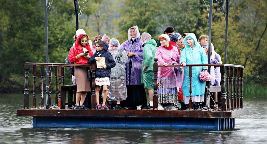 Под дождем и по воде: в Подмосковье состоялся седьмой Елисаветинский крестный ход