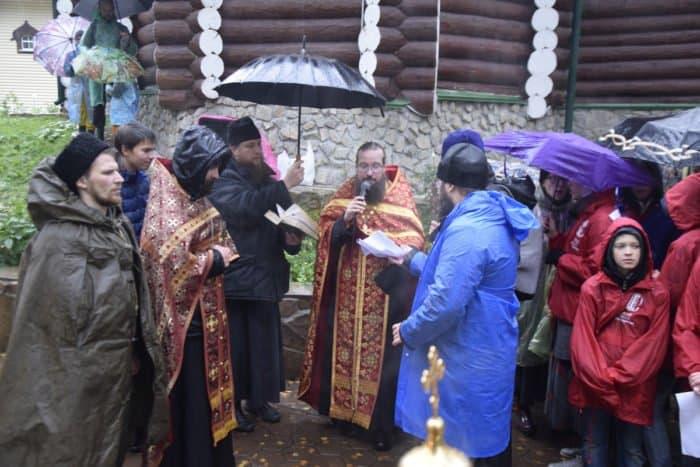 Верующие Екатеринбурга прошли крестным ходом к Ганиной Яме