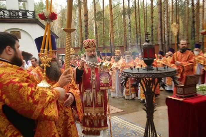 В Алапаевске вспомнили мученическую кончину преподобномучениц великой княгини Елисаветы и инокини Варвары