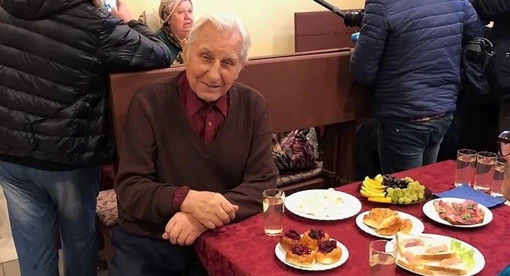 Кафе с бесплатными обедами для пожилых открылось в Петербурге