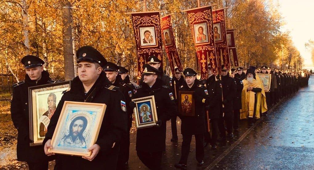 Подводники Северодвинска прошли крестным ходом в честь святого Федора Ушакова