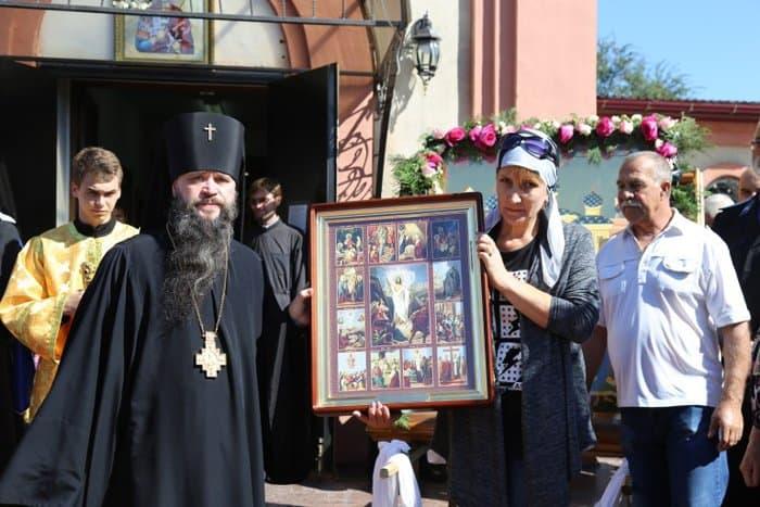 Стражи порядка, защитившие от террориста храм в Кизляре, получили Патриаршие награды