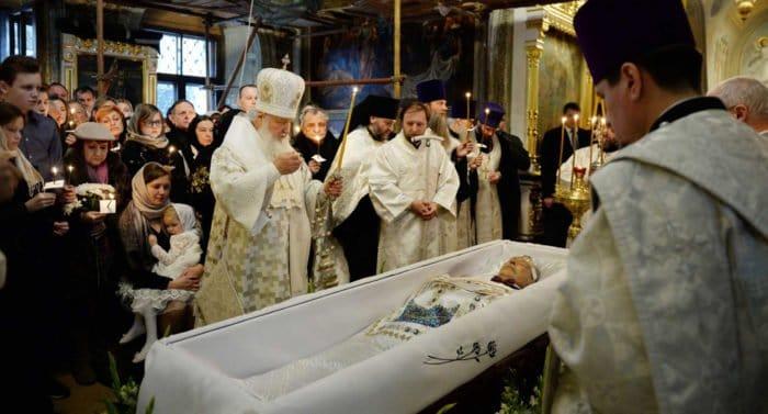 Патриарх Кирилл совершил отпевание Николая Караченцова