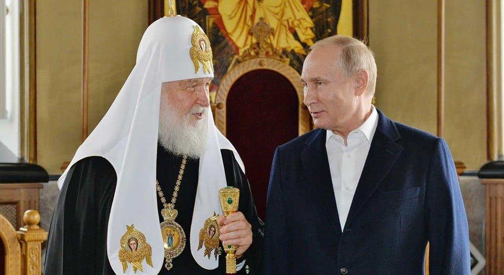 Патриарх Кирилл поблагодарил Владимира Путина за помощь в возрождении святынь и строительстве храмов