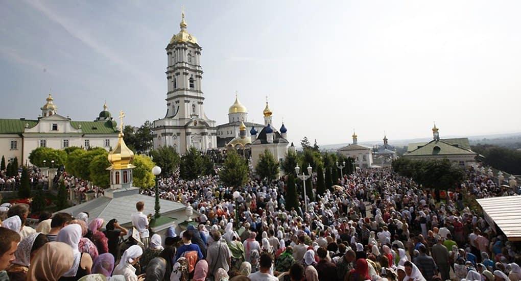 Наместник Почаевской лавры призвал молиться за нее, а в случае необходимости и защитить