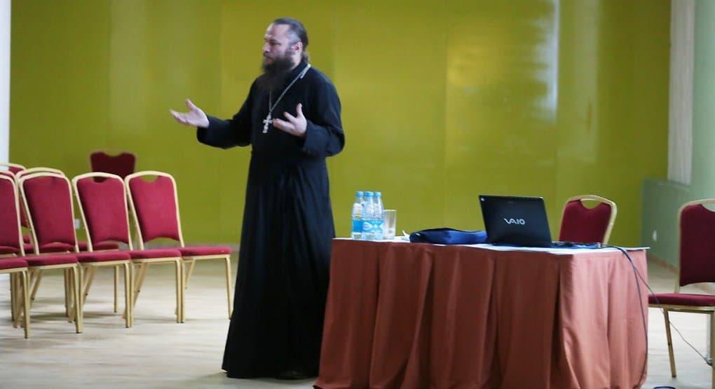 Многодетный священник из США рассказал, что переехал в Россию, так как на родине широкая пропаганда распущенности