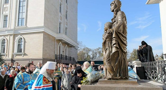 Памятник святым Вере, Надежде, Любови и матери их Софии открыли в Алма-Ате