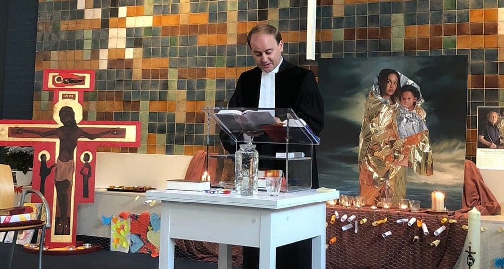 В храме Гааги больше месяца служат без перерыва, чтобы защитить от высылки армянскую семью