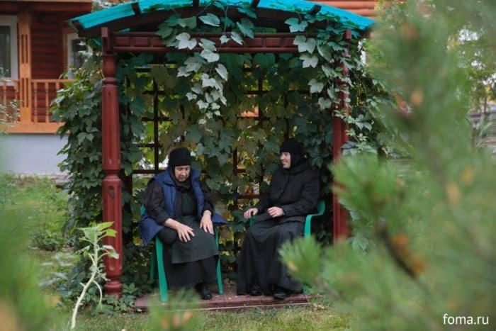 Трое в монастыре, не считая собаки