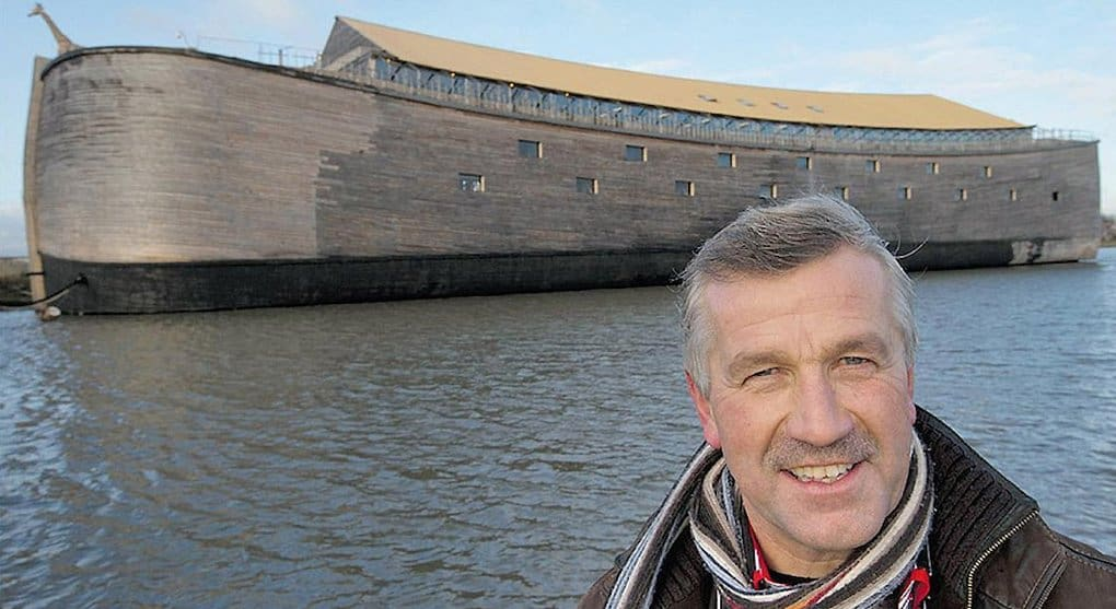 Голландец, построивший Ноев ковчег в натуральную величину, хочет перевезти его в Израиль