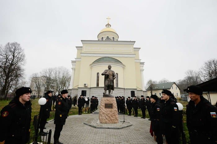 Памятник святому Александру Невскому освятил в Балтийске патриарх Кирилл