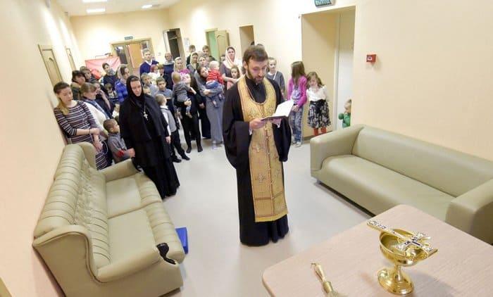 В Новодевичьем монастыре Петербурга открыли новый корпус приюта для мам