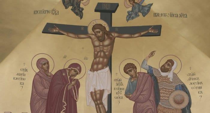 Почему на иконах Распятия одного из воинов изображают с нимбом?