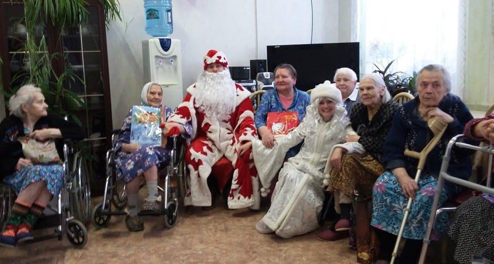 Фонд «Старость в радость» начинает сбор новогодних подарков для одиноких стариков