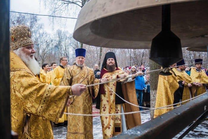 В храме на Ваганьковском кладбище воссоздали историческую звонницу