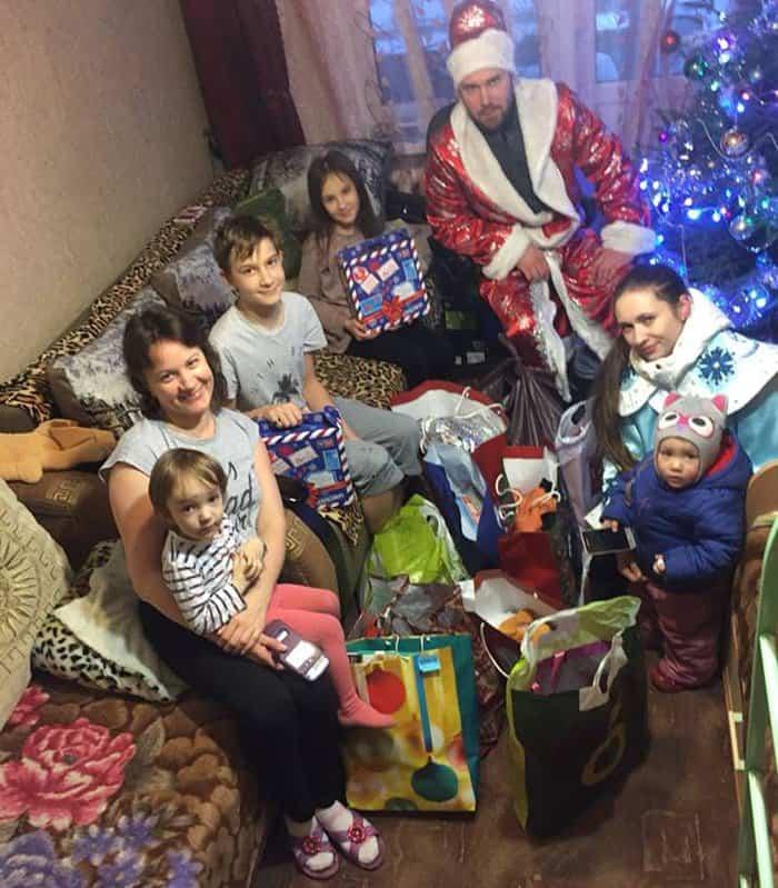 Открыт сбор подарков к Рождеству для нуждающихся семей