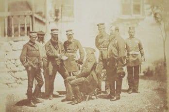 Группа с сидящим офицером в штатском