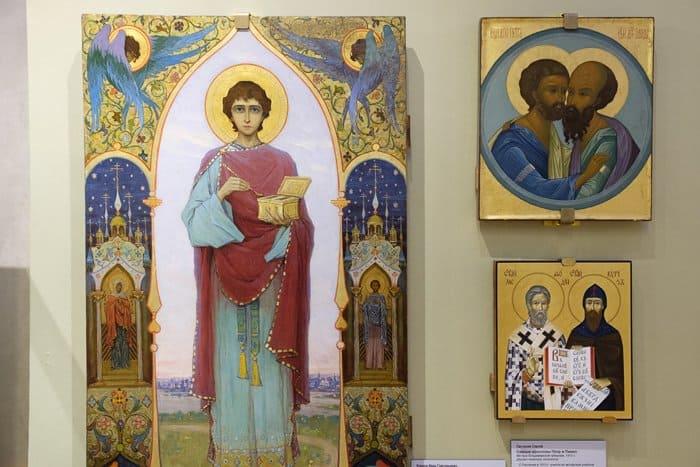 Более 80 уникальных подписных икон показывают в петербургском музее