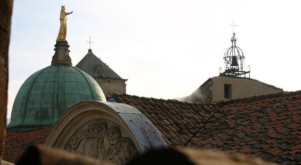 У мощей матери Пресвятой Богородицы впервые совершили православную Литургию