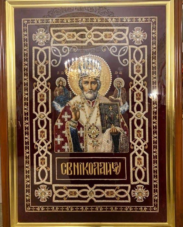 Уникальные вышитые иконы из России показывают в итальянском Бари