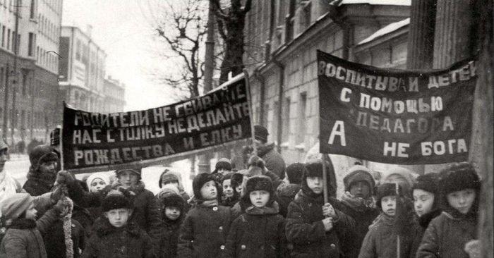 Возвращение елки, ограбление Ленина и фейерверк из винтовок