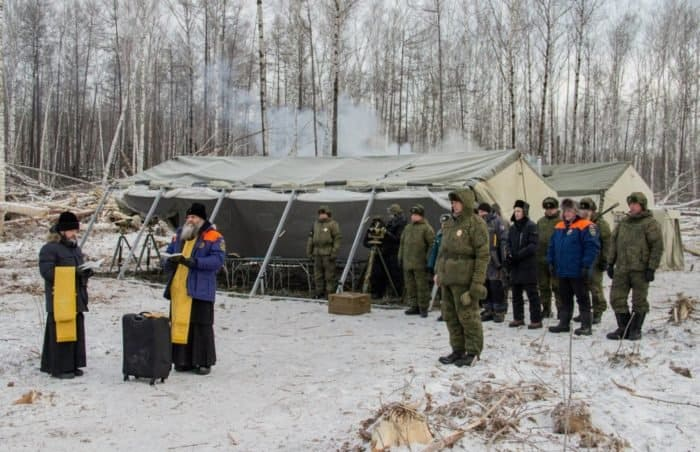 На месте схода оползня в Хабаровском крае помолились о благополучном исходе инженерных работ