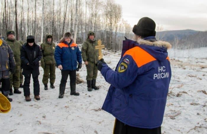 На месте схода оползня в Хабаровском крае помолились о благополучном исходе инженерных работ - фото 2