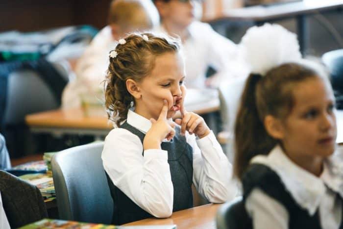 Школа — это про страдание, дисциплину и повиновение? Опытный педагог рассказывает правду про социализацию
