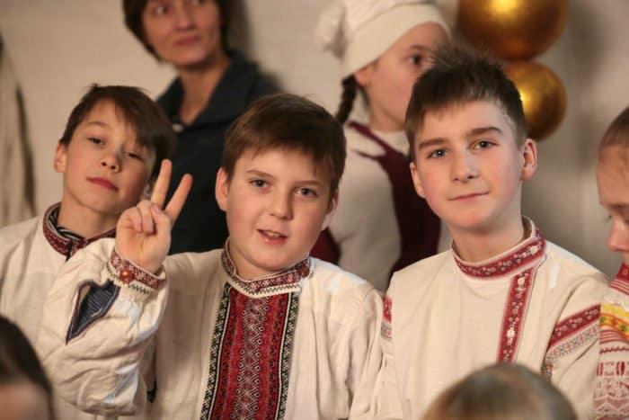 Рождественские вертепы под московским храмом