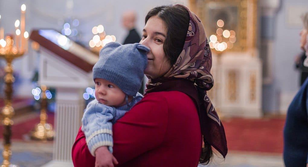 «Молится за ребенка»: читатели «Фомы» ответили, чем крестные помогают в укреплении веры