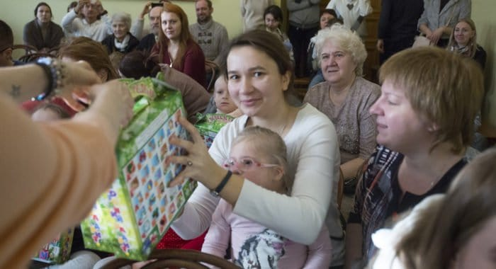 В епархиях начали собирать подарки на Рождество для нуждающихся