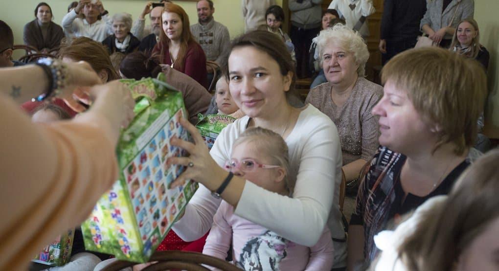 Более 16 тысяч подарков собрала служба «Милосердие» на Рождество для нуждающихся